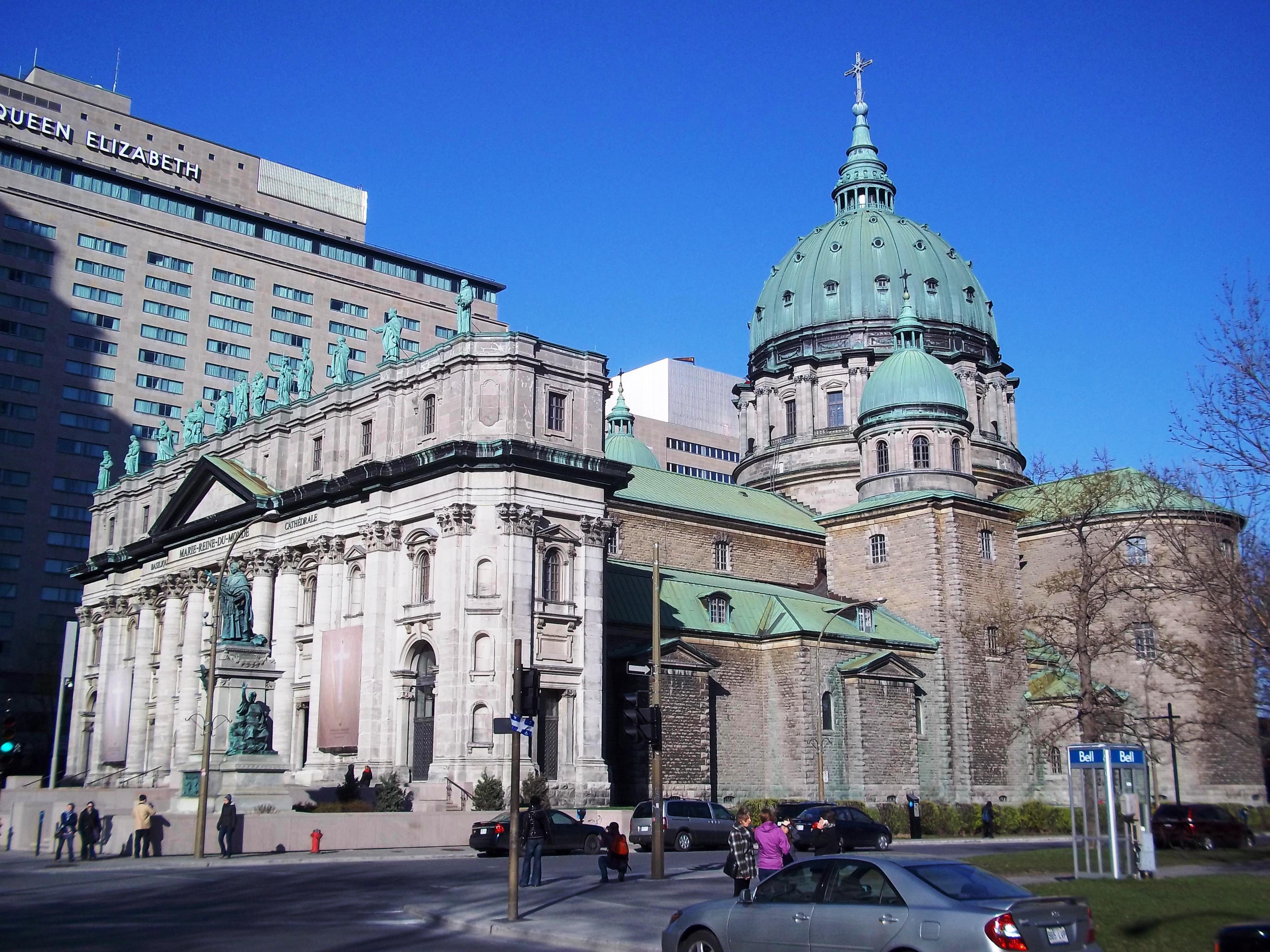 Basilique-cathedrale_Marie-Reine-du-Monde_06